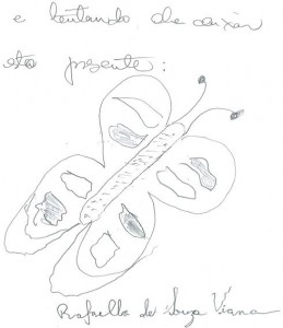 Raphaella desenha uma borboleta